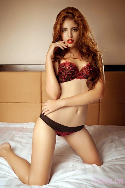 15-11loat-anh-hot-girl-andrea-mac-bikini-vo-cung-goi-cam10