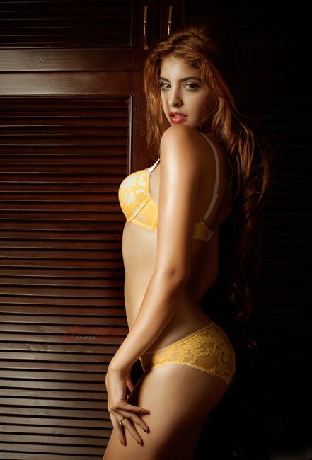 15-11loat-anh-hot-girl-andrea-mac-bikini-vo-cung-goi-cam3