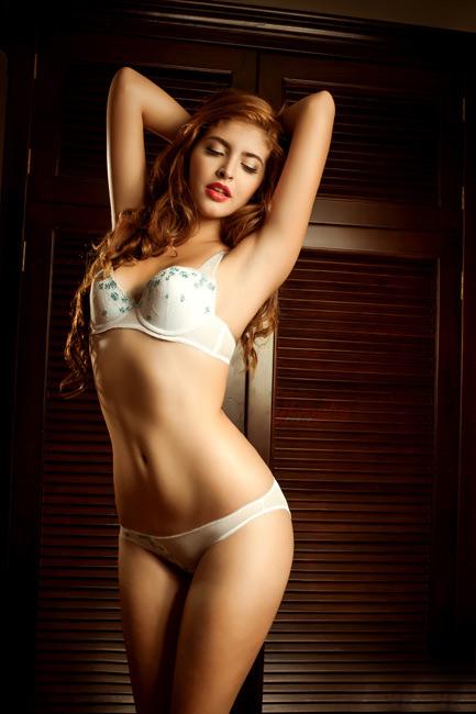 15-11loat-anh-hot-girl-andrea-mac-bikini-vo-cung-goi-cam4