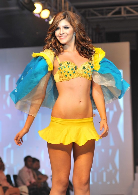 15-11loat-anh-hot-girl-andrea-mac-bikini-vo-cung-goi-cam6