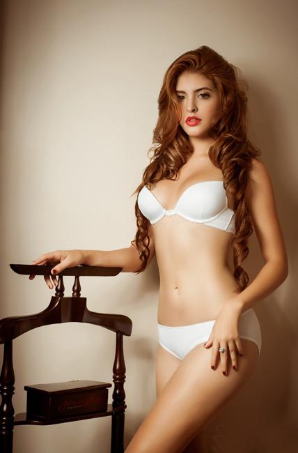 15-11loat-anh-hot-girl-andrea-mac-bikini-vo-cung-goi-cam7