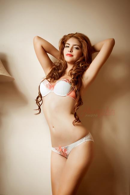 15-11loat-anh-hot-girl-andrea-mac-bikini-vo-cung-goi-cam9