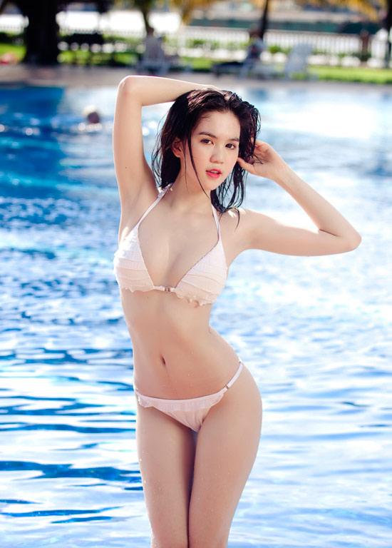 15-11rua-mat-voi-bo-suu-tap-hinh-anh-bikini-cua-ngoc-trinh10