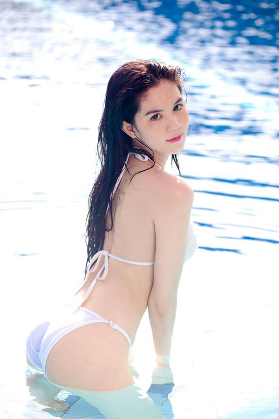 15-11rua-mat-voi-bo-suu-tap-hinh-anh-bikini-cua-ngoc-trinh4