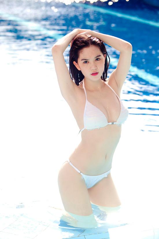 15-11rua-mat-voi-bo-suu-tap-hinh-anh-bikini-cua-ngoc-trinh7