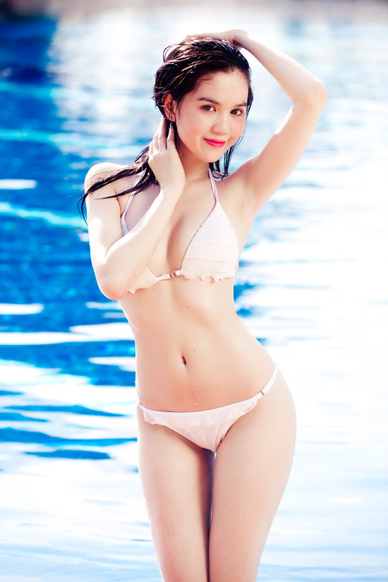15-11rua-mat-voi-bo-suu-tap-hinh-anh-bikini-cua-ngoc-trinh9